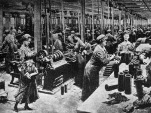 world-war-i-women-working-in-a-british-munitions-factory-1915